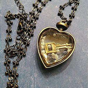 Jewelry - Pretty bronze floating heart pendant